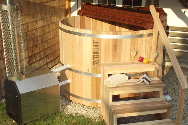 passend zur Sauna ein Hot Tub aus Zedernholz