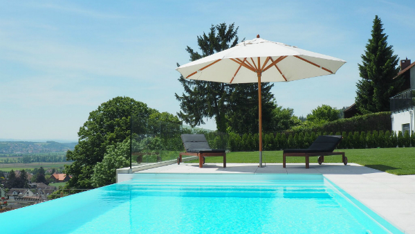 terrasse mit pool optirelax blog. Black Bedroom Furniture Sets. Home Design Ideas