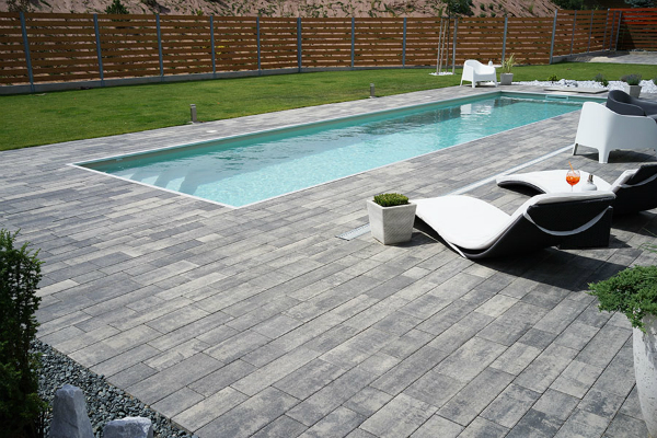 terrasse mit pool optirelax blog. Black Bedroom Furniture Sets. Home Design Ideas